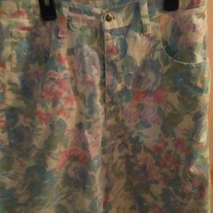 Zena white floral Jean shorts size 14